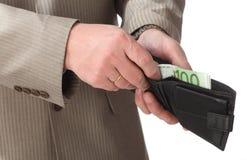 banknotu euro wręcza kładzenie portfel Obrazy Stock