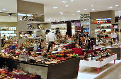 Bankok,泰国: 在中央世界的鞋类精品店 库存照片