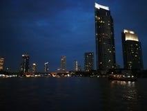 Bankok nocą Widok od rzeki zdjęcie stock