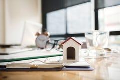 Bankowa ` s biurko, pożyczkowy konsultant kupować nieruchomość fotografia stock