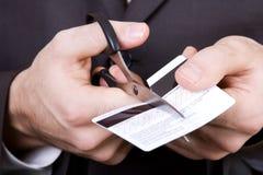 Bankrott - zu den Scheren eine Kreditkarte Lizenzfreie Stockbilder