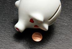 Bankrotte Piggy Querneigung Lizenzfreies Stockfoto