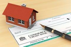 Bankscheck mit Haus und Stift lizenzfreies stockbild