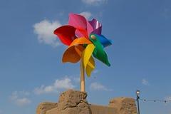 Banksys Feuerrad-Skulptur stockbilder