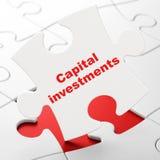 Bankwezenconcept: Kapitaalinvesteringen op raadselachtergrond Stock Afbeelding
