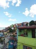 Banlieue colorée à Medellin Images libres de droits