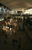 Banlieusards à une gare de Johannesburg Image stock