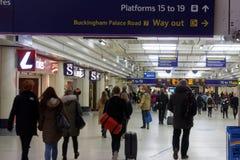 Banlieusards chez Victoria Station Photo libre de droits
