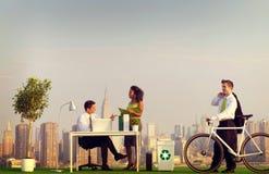Banlieusards verts d'affaires dans le concept de ville Photo libre de droits