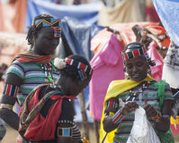 Banna folk på bymarknaden Nyckel- avlägset, Omo dal ethiopia Royaltyfri Bild