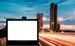 Banner of aanplakbord die in de stad adverteren stock foto