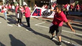 Banner Twirler en Enthousiast Washington Capitals Fans stock footage