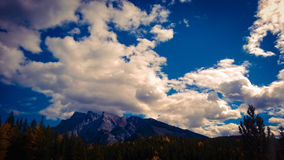 bannf άποψη βουνών Στοκ φωτογραφία με δικαίωμα ελεύθερης χρήσης