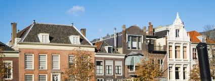 Bannière, appartements dans la rue Wolwervershaven dans Dordrecht, Pays-Bas photos stock