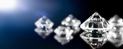 Bannière, bijoux de diamants, impeccables et parfaits coupés brillants image stock