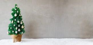 Bannière d'arbre de sapin, neige, ornement de boule de Noël, l'espace de copie Image libre de droits