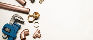 Bannière d'outils de plombiers et de matériaux de tuyauterie avec l'espace de copie images stock