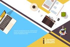 Bannière de bureau d'ordinateur portable de carnet de vue d'angle de lieu de travail d'affaires avec l'espace de copie Image stock