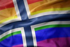 Bannière de ondulation de drapeau de fierté gaie d'arc-en-ciel de la Norvège Image stock