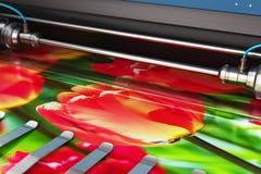 Bannière de photo d'impression sur le traceur de courbe à couleur de grand format illustration libre de droits