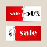 Bannière de vente avec la texture de papier déchirée rouge Photos stock