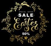 Bannière de vente de Pâques avec les feuilles et le lapin de Pâques d'or o de guirlande Photographie stock