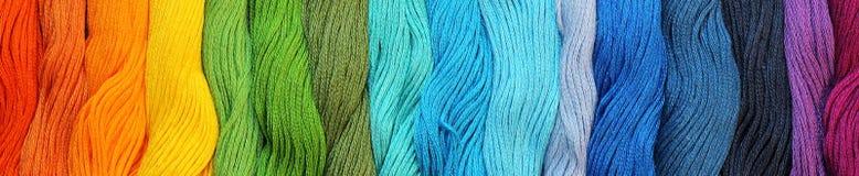 Bannière des fils colorés de métier de coton Photos libres de droits