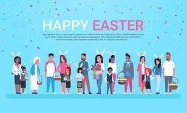 Bannière heureuse de carte de voeux de Pâques avec le groupe de personnes célébrant l'usage Bunny Ears And Holding Baskets de vac illustration libre de droits