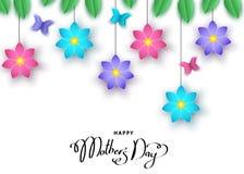 Bannière heureuse de jour du ` s de mère avec les fleurs coupées et le butterfli de papier Images stock