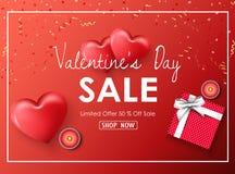 Bannière heureuse de vente de jour de valentines avec les coeurs rouges, les présents, les bougies, les confettis d'or et le ruba Image stock