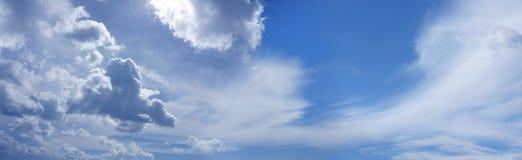 Bannière large de site Web de ciel bleu d'été Photographie stock libre de droits