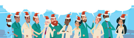 Bannière médiale de bonne année de médecins Team With Chat Box Wear Santa Claus Hat Merry Christmas And de groupe Images libres de droits