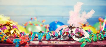 Bannière panoramique de carnaval coloré images stock