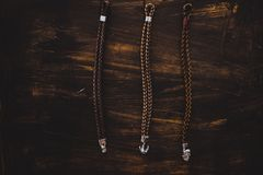 Bannière rustique en bois de mode de bracelets d'hommes de plage nautique de catalogue photos libres de droits