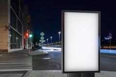 Bannière vide sur une rue dans la ville rendu 3d Photo libre de droits