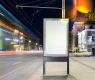 Bannière vide sur une rue dans la ville rendu 3d Image libre de droits