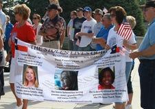 Bannière volée des vies au rassemblement pour fixer nos frontières Photographie stock
