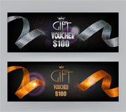 Bannières de bons de cadeau avec les rubans abstraits d'argent et d'or Photo libre de droits