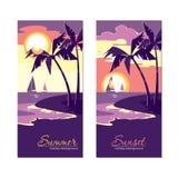 Bannières de vacances d'été avec le coucher du soleil dans le style plat de conception Photographie stock libre de droits