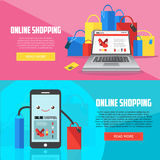 Bannières horizontales d'achats en ligne avec l'ordinateur portable, le smartphone et les achats Photos stock