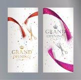 Bannières verticales d'ouverture officielle avec le ruban abstrait et les ciseaux rouges et roses Photographie stock