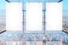 Bannières vides dans la chambre en verre Images stock