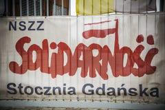 Bannière de solidarité aux portes au chantier naval de Danzig Photographie stock libre de droits