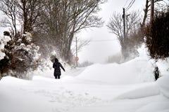Bannow, Co 韦克斯福德,爱尔兰- 2018年3月2日;在路的随风飘飞的雪 免版税库存图片