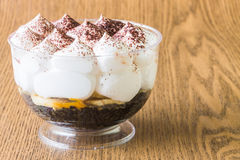 Banoffee杯形蛋糕 免版税图库摄影