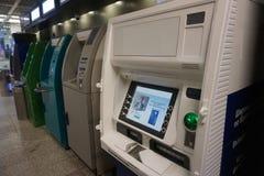Banque d'ATMs 5 morceaux photographie stock