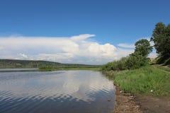 Banque de la rivière d'Angara Photos libres de droits