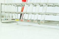 Banque du sang de laboratoire dans le blanc Photographie stock libre de droits