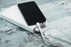 Banque et téléphone portable de puissance image libre de droits