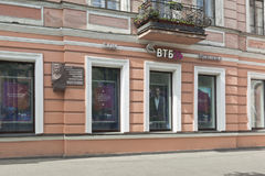 Banque VTB 24 sur l'avenue de Kamennoostrovsky à St Petersburg Photos libres de droits